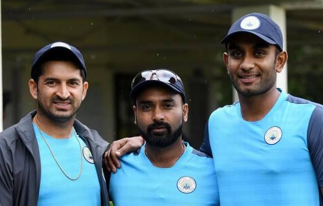 विजय हजारे ट्रॉफी में इंटरनेशल सितारों से सजी टीम हुई केवल 49 रनों पर ढेर 4