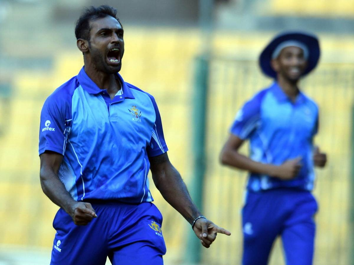 W WW के साथ विजय हजारे ट्रॉफी के फाइनल में अभिमन्यु मिथुन का कमाल, किया ये बड़ा धमाका 14
