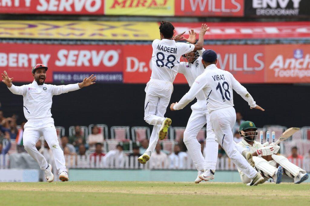 रांची टेस्ट में भारतीय टीम अब जीत से 2 विकेट दूर, सोशल मीडिया पर फैन्स ने की गेंदबाजो की तारीफ 1