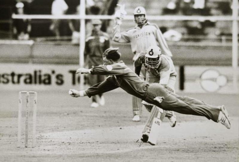 क्लब क्रिकेट में एक मैच के दौरान हुआ अनोखे अंदाज में रन आउट, यहाँ देखें वीडियो 2