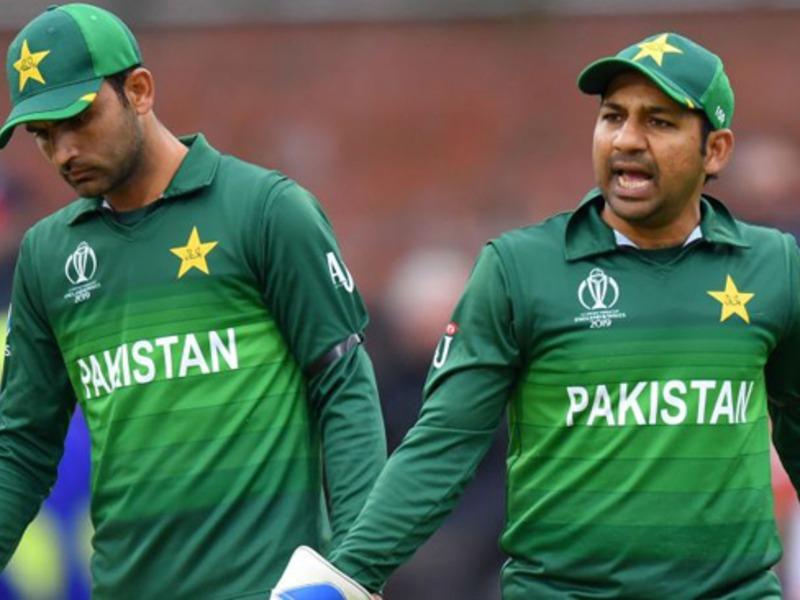 पाकिस्तान ने फिर कराया दुनिया के सामने खुद की बेईज्जती, मैच के दौरान 2 बार बत्ती हुई गुल रोकना पड़ा मैच
