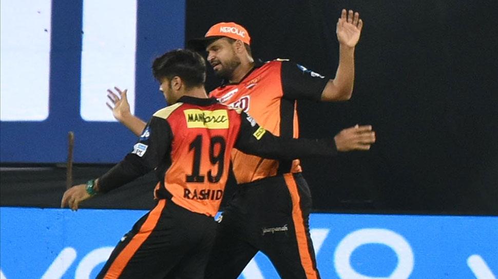 """युसूफ पठान के शानदार कैच पर राशिद खान ने ली चुटकी """"ये पठान के हाथ हैं ठाकुर"""" 2"""