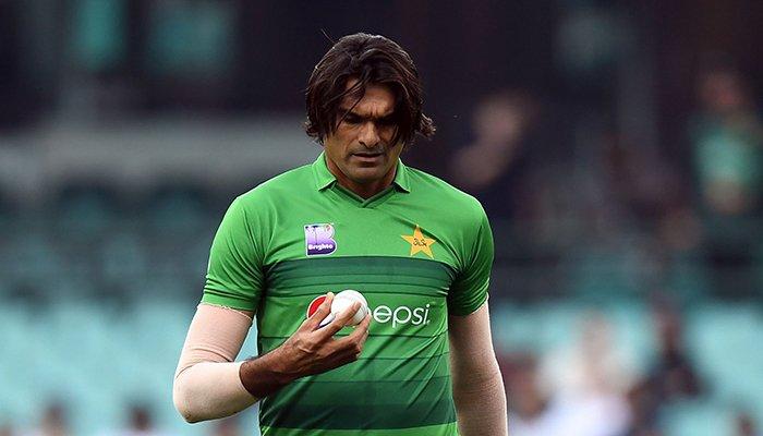 मिकी ऑर्थर ने बताया क्यों पाकिस्तान के लिए बेहतर गेंदबाज साबित नहीं हो रहे 7 फीट के मोहम्मद इरफ़ान 10
