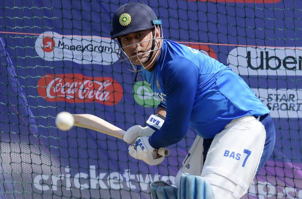 वेस्टइंडीज के खिलाफ अगले महीनें होने वाली सीरीज में धोनी की वापसी पर बीसीसीआई अधिकारी ने दिया ये बयान 1