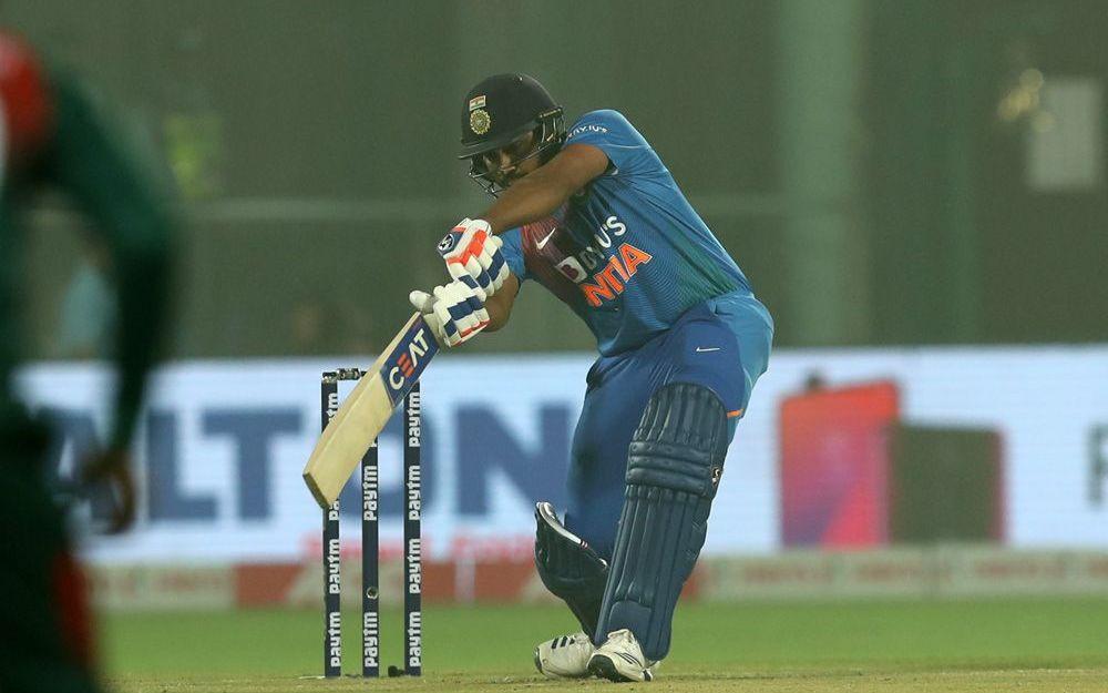 INDvBAN: विराट कोहली का रिकॉर्ड तोड़ पहले ही ओवर में आउट हुए रोहित शर्मा, देखें वीडियो 5