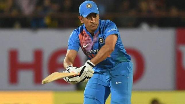 टीम इंडिया के हेड कोच रवि शास्त्री का धोनी पर बड़ा बयान, कहा 'धोनी लेना चाहते थे ब्रेक, लेकिन.... 3