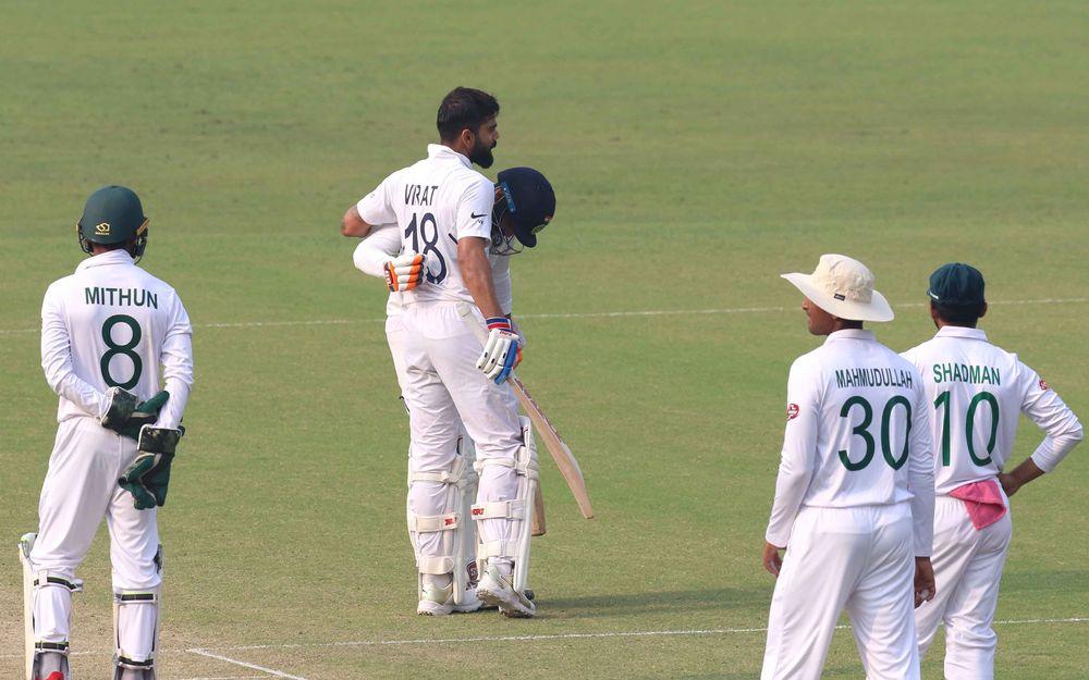 विराट कोहली का बेहतरीन चौका देख,   खुद गेंदबाज ने बजाई ताली 3