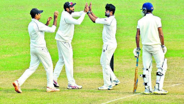 झारखंड की टीम ने रणजी ट्रॉफी में रचा इतिहास, फॉलोऑन के बाद भी दर्ज की जीत 4