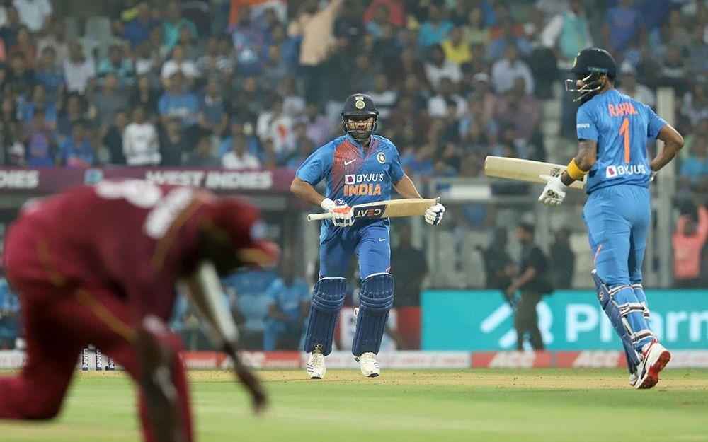 INDvsWI : 'मैन ऑफ़ द सीरीज' विराट कोहली ने खुद से ज्यादा इन खिलाड़ियों को दिया जीत का श्रेय 2
