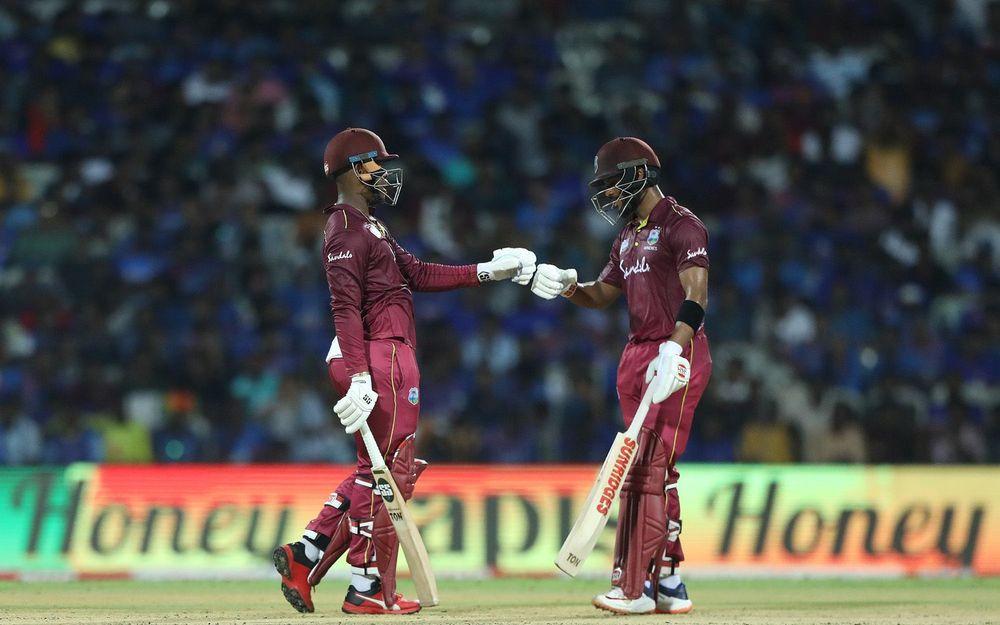 IND v WI : शिमरोन हेटमेयर और शाई होप ट्विटर पर छाएं, इस भारतीय खिलाड़ी का उड़ा मजाक 1