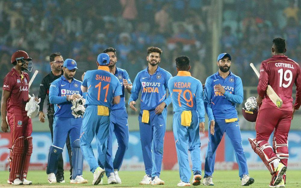 भारतीय टीम को लगा बड़ा झटका, स्टार खिलाड़ी वेस्टइंडीज के खिलाफ तीसरे वनडे से हुआ बाहर, इन्हें मिली जगह