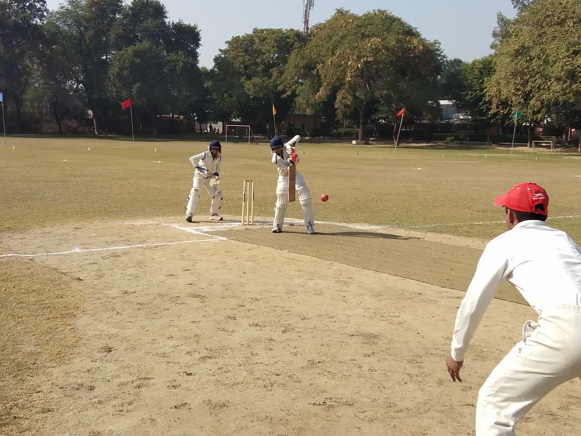 इस बल्लेबाज की ऐतिहासिक पारी, 167 गेंद, 55 चौके, 52 छक्के और ठोके 585 रन 1