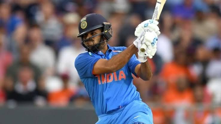 IND vs WI- तीसरे वनडे में शार्दुल ठाकुर की बल्लेबाजी देख खुशी से विराट कोहली ने कही ये बात 4