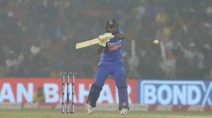 शार्दुल ठाकुर ने मैदान पर की चौके छक्के की बरसात तो ड्रेसिंग रूम से कप्तान विराट कोहली ने दी कुछ ऐसी प्रतिक्रिया 3