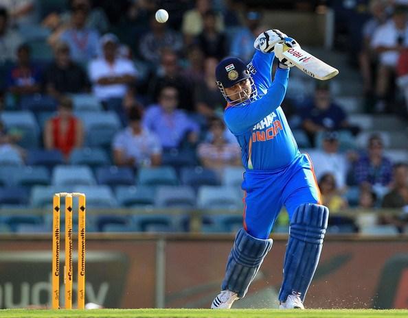 पहले ओवर में इन बल्लेबाजों ने लगाए हैं सबसे ज्यादा छक्के, टॉप पर भारत का कब्जा 2