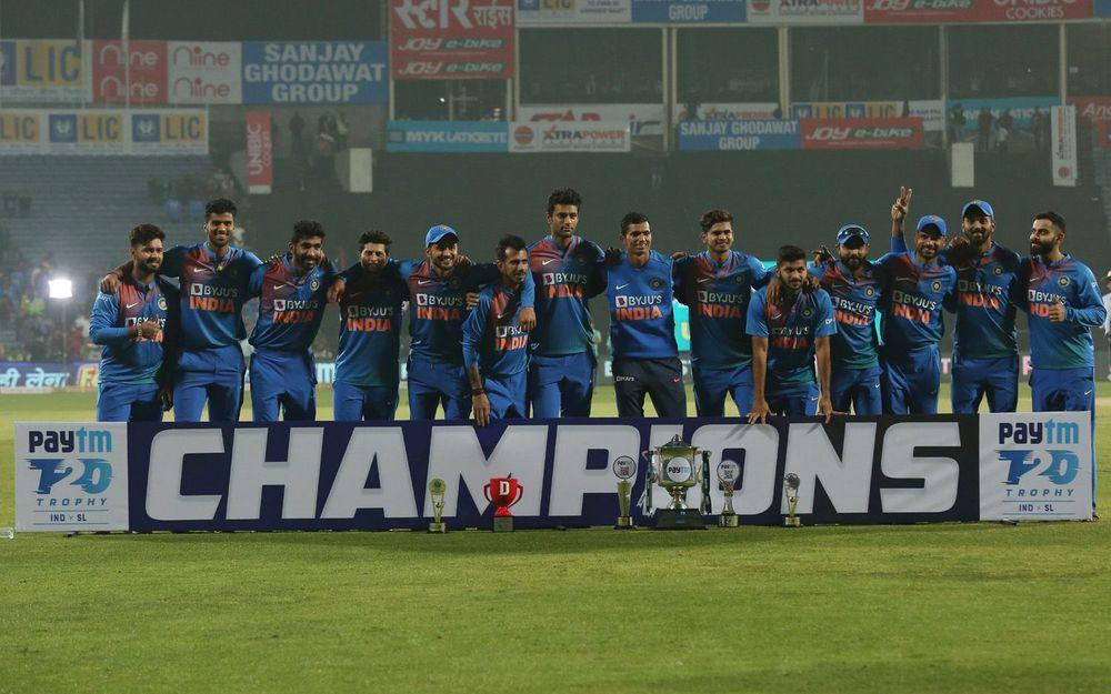 श्रीलंका पर जीत का जश्न मनाते समय भारतीय टीम की फोटो में नहीं दिखे संजू सैमसन, वजह आई सामने 1