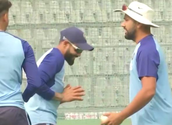 रोहित शर्मा ने अभ्यास के दौरान 3 गेंदों से दिखाई कलाकारी, देखने लायक था साथी खिलाड़ियों का रिएक्शन 10
