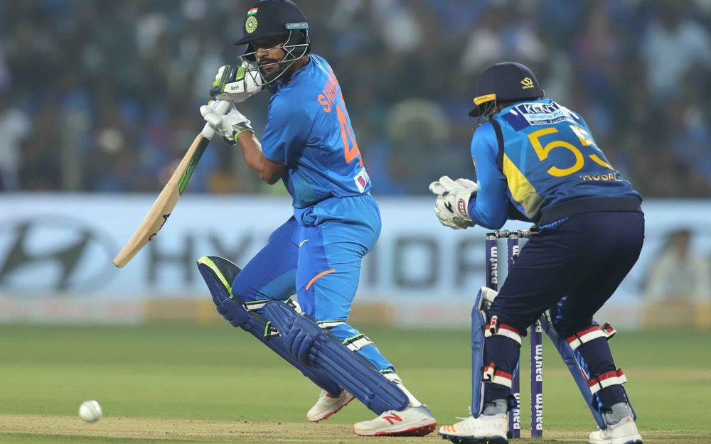 IND vs SL: भारत ने बनाया मजबूत स्कोर, छोटी सी गलती कर सोशल मीडिया पर ट्रोल हुए कप्तान विराट कोहली 1