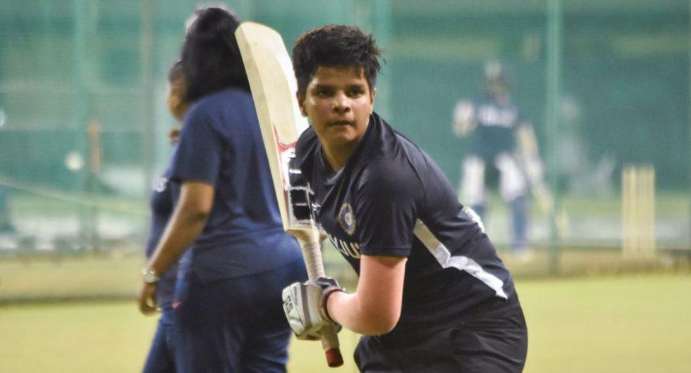 फटे ग्लव्ज, टूटा बल्ला, पिता की जेब में बचे थे केवल 280 रुपये, अब भारत को विश्व कप दिलाएगी ये खिलाड़ी 1