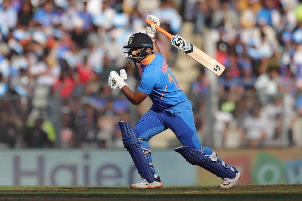 पहले टेस्ट में साहा को न खिलाने पर भारतीय टीम मनेजमेंट पर भड़के हर्षा भोगले, कही यह बात 6