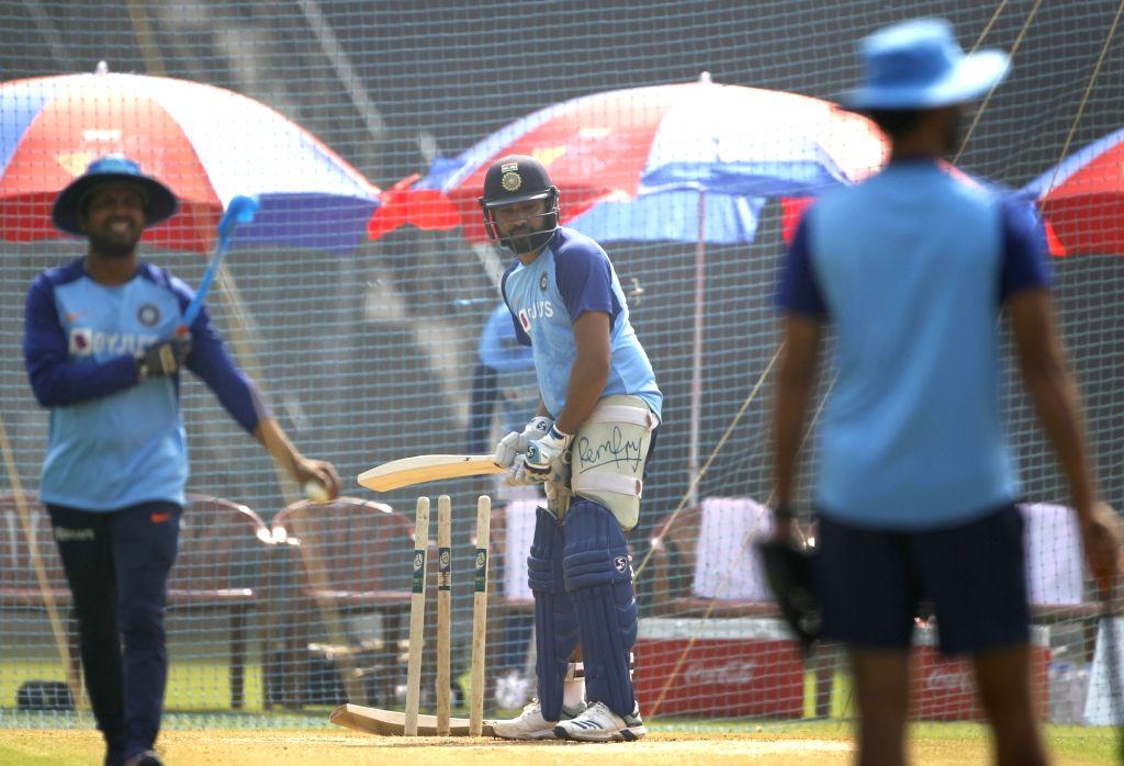 रोहित शर्मा ने अभ्यास के दौरान 3 गेंदों से दिखाई कलाकारी, देखने लायक था साथी खिलाड़ियों का रिएक्शन 2