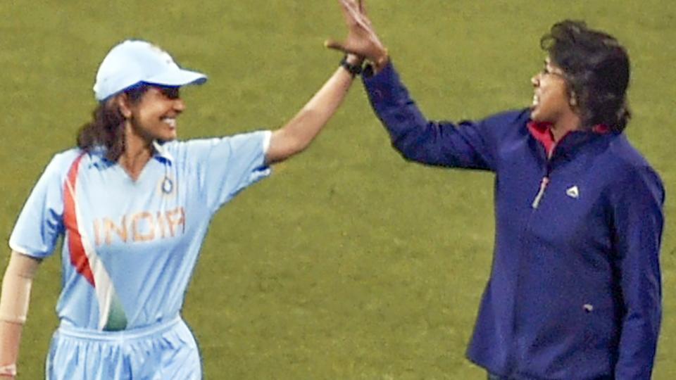 झूलन गोस्वामी के रोल में टीम इंडिया की जर्सी में नजर आई अनुष्का शर्मा, देखें तस्वीरें 2