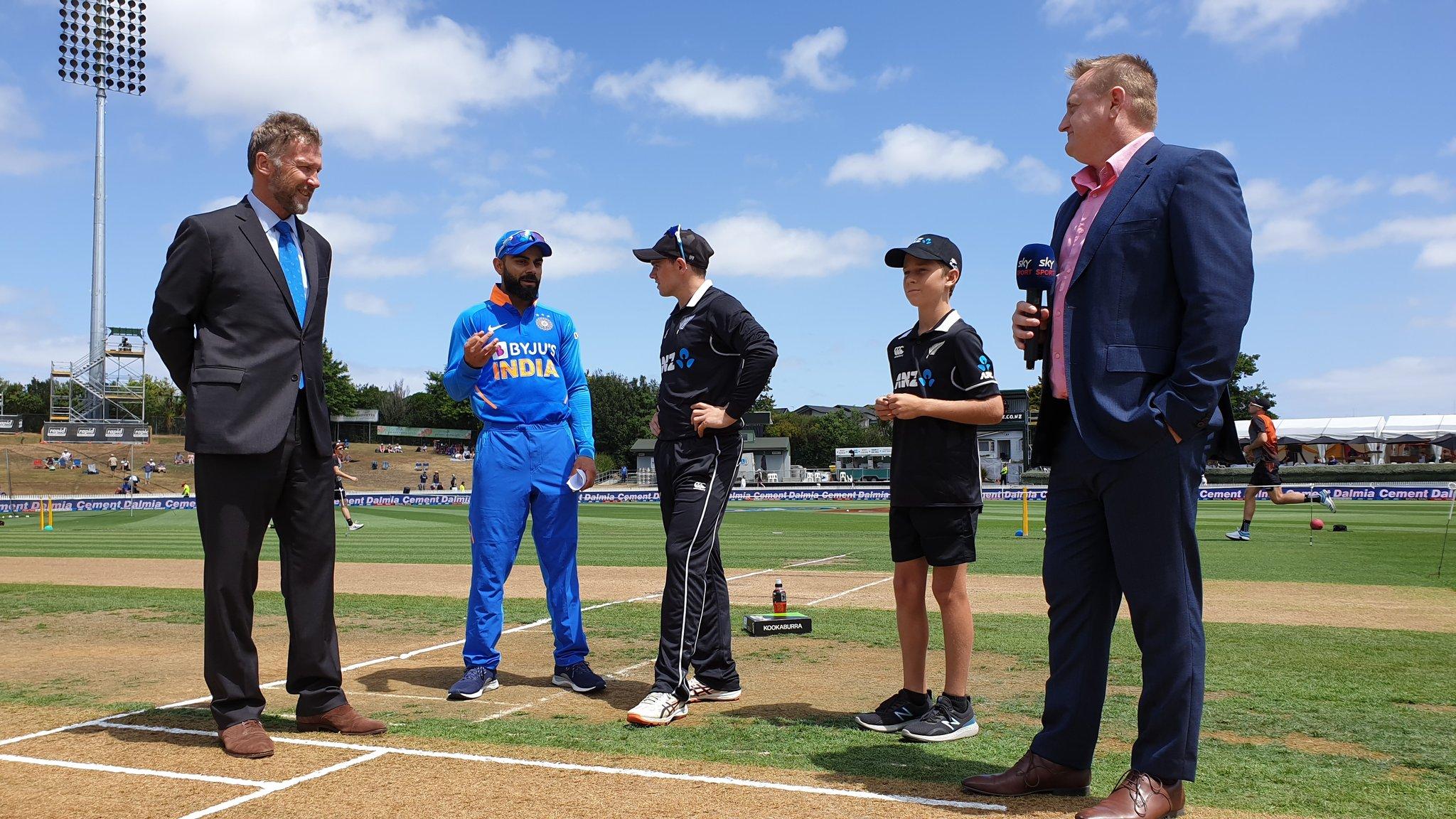 NZ vs IND, 2nd ODI: भारत ने टॉस जीता किया गेंदबाजी का फैसला, टीम में हुए यह दो बड़े बदलाव 11