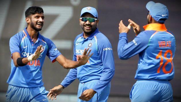 रोहित की कप्तानी से ज्यादा विराट की कप्तानी में पसंद करता है यह तेज भारतीय गेंदबाज 3