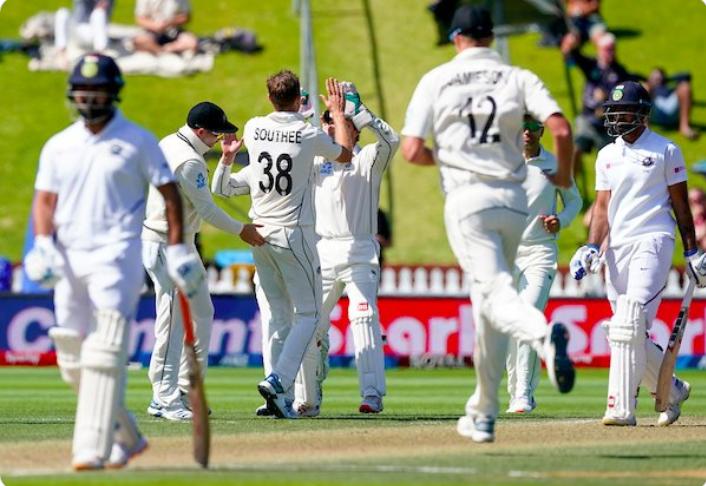 NZ vs IND- वेलिंगटन में मिली करारी हार के बाद, सोशल मीडिया पर उड़ा पूरी भारतीय टीम का मजाक