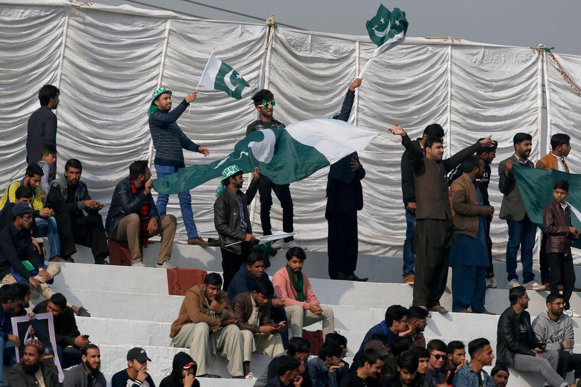 पाकिस्तान-बांग्लादेश के बीच खेले जा रहे पहले टेस्ट मैच में इस कारण से पीसीबी की हो रही है थू-थू 6