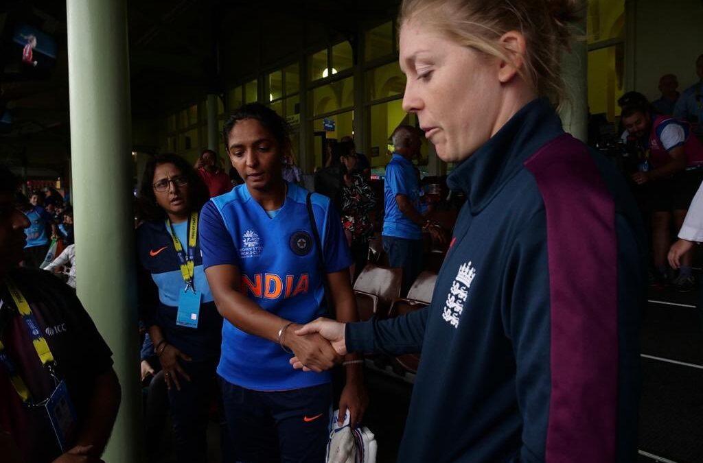 महिला टी-20 विश्व कप: भारतीय महिला टीम ने सेमीफाइनल में बनाया जगह, सोशल मीडिया पर मिल रही बधाई