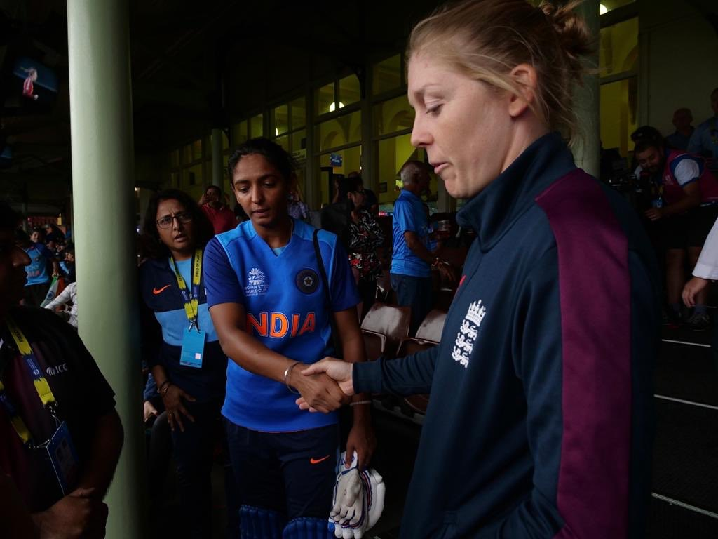 महिला टी-20 विश्व कप: भारतीय महिला टीम ने सेमीफाइनल में बनाया जगह, सोशल मीडिया पर मिल रही बधाई 6