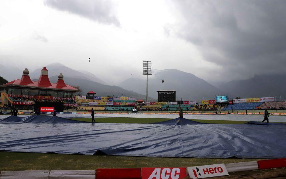 धर्मशाला वनडे मैच में बारिश के कारण निराश लौटे दर्शकों के लिए एचपीसीए ने किया बड़ा ऐलान 4