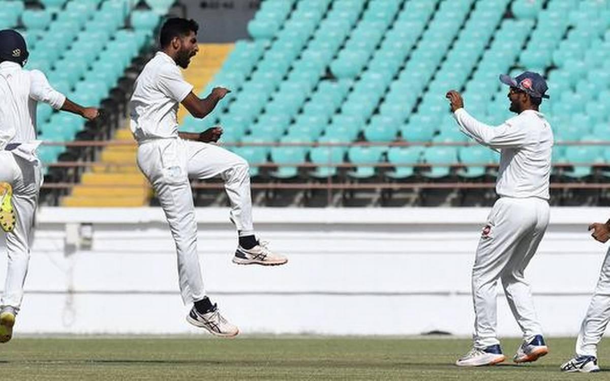 जसप्रीत बुमराह के दोस्त ने रणजी क्रिकेट में मचाया धमाल, पहले ठोके 61 रन फिर लिए 5 विकेट 16