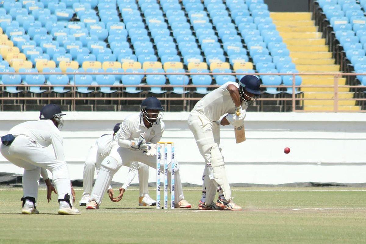 रणजी ट्रॉफी के फ़ाइनल मैच में चौथे दिन का खेल हुआ खत्म, रोमांचक मोड़ पर पहुंचा मैच 8