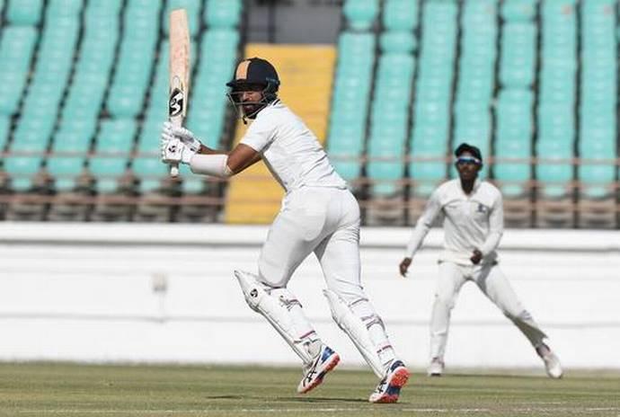 रणजी ट्रॉफी: चेतेश्वर पुजारा हुए चोटिल, फाइनल मैच में नहीं करेंगे फील्डिंग 9