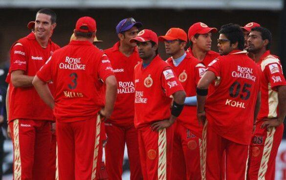 रॉयल चैलेंजर्स बैंगलौर के पहले मैच की प्लेइंग इलेवन के खिलाड़ी अब कहां हैं और क्या कर रहे हैं, जाने 3