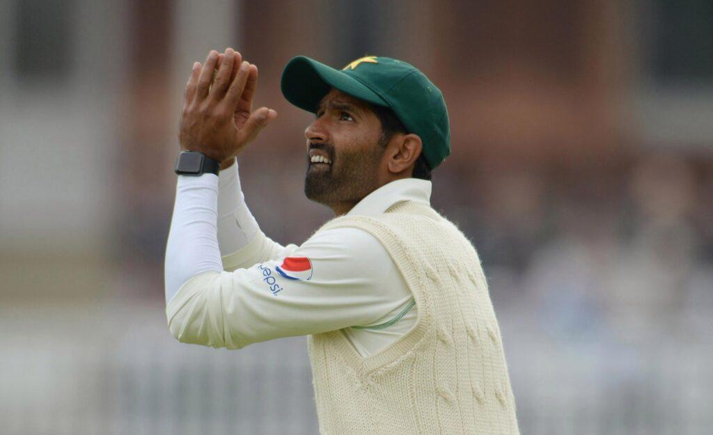 इंग्लैंड क्रिकेट बोर्ड ने मैच फिक्सिंग रोकने के लिए लिया बड़ा फैसला, खिलाड़ियों पर लगाई ये रोक! 3