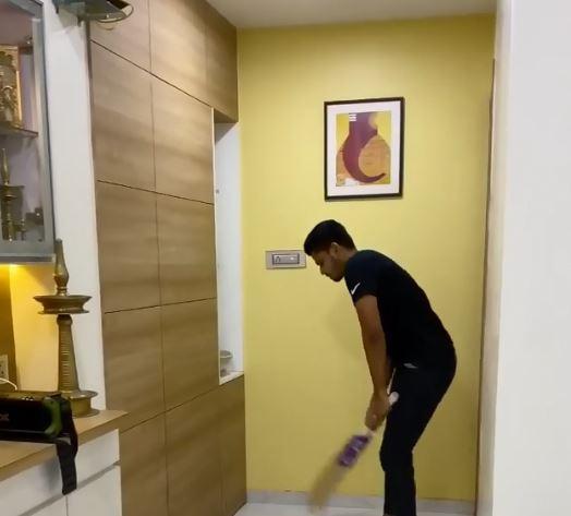 लॉकडाउन में घर पर बल्ले और गेंद से जादू दिखा रहे हैं श्रेयस अय्यर, देखें वीडियो 4