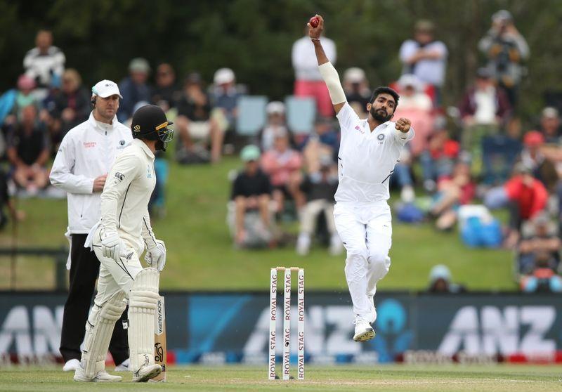 कोरोना के बीच शुरू होगा क्रिकेट इन बदले नियम के साथ खेला जाएगा मैच 9