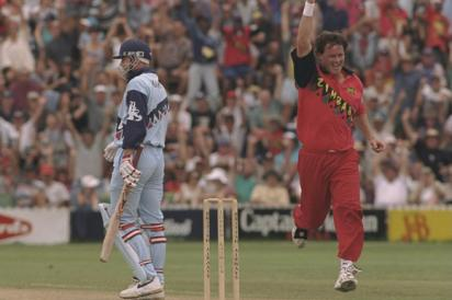 सचिन तेंदुलकर को 2 बार आउट करने वाला ये गेंदबाज आज बेच रहा टमाटर 8