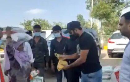 प्रवासियों को खाने के पैकेट और मास्क बांट रहे मोहम्मद शमी, बीसीसीआई ने की तारीफ़ तो क्रिकेटर ने दिया ये जवाब 4