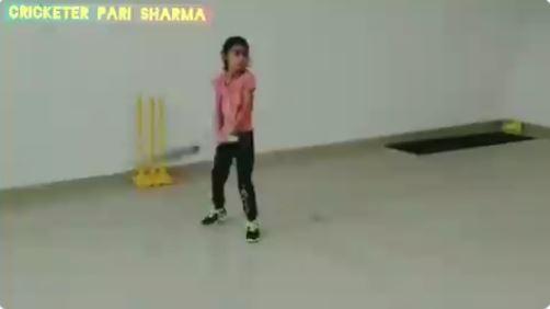 WATCH : धोनी के तरह हेलीकॉप्ट शॉट खेल रही ये नन्ही बच्ची, खुद पूनम यादव ने शेयर किया वीडियो 1
