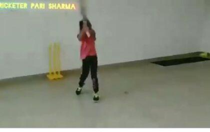 WATCH : धोनी के तरह हेलीकॉप्ट शॉट खेल रही ये नन्ही बच्ची, खुद पूनम यादव ने शेयर किया वीडियो 4