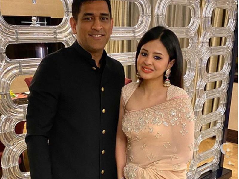 शादी की 10वीं वर्षगांठ पर साक्षी ने महेंद्र सिंह धोनी के लिए किया ये रोमांटिक पोस्ट 7