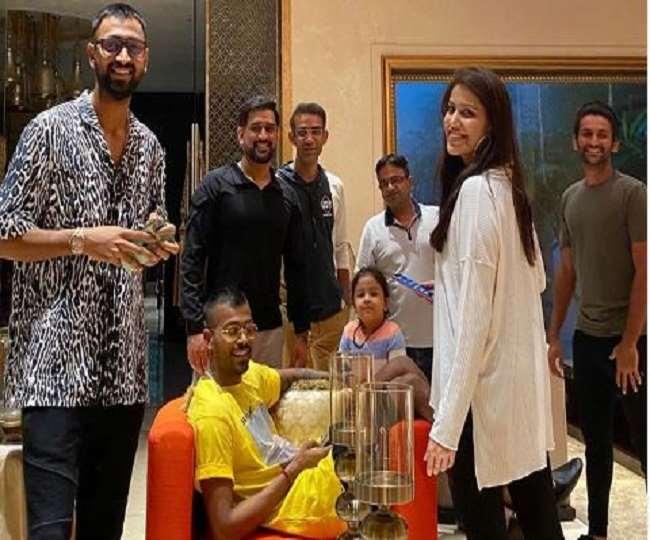 भारतीय क्रिकेट टीम के पूर्व कप्तान महेन्द्र सिंह धोनी के 39वें जन्मदिन के जश्न की तस्वीर आयी सामने, ये लोग हुए थे शरीक 8