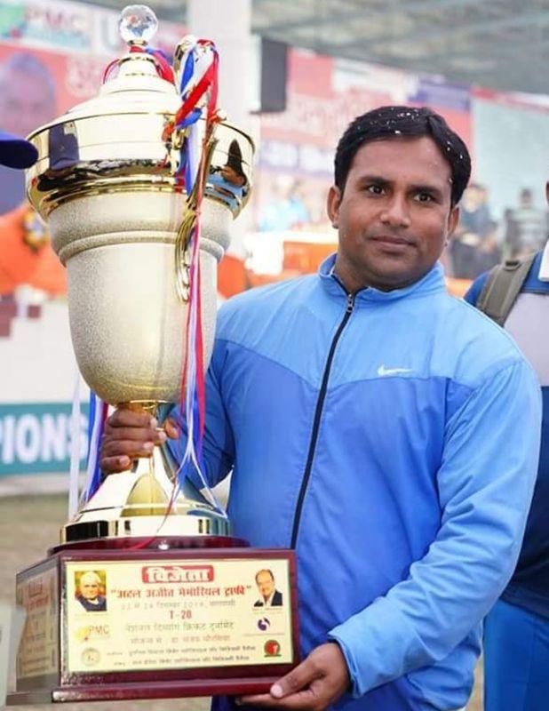भारतीय क्रिकेट टीम का यह पूर्व कप्तान नौकरी के लिए भटक रहा इधर-उधर 3