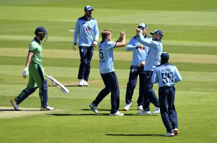 इंग्लैंड ने पहले वनडे मैच में आयरलैंड को 6 विकेट से हराया, ये दो इंग्लिश खिलाड़ी चमके 4