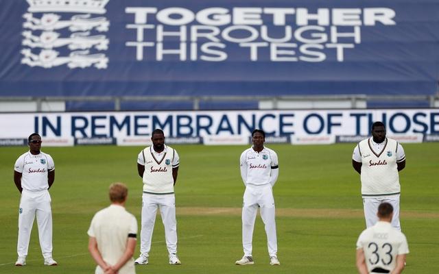 इंग्लैंड और वेस्टइंडीज के बीच पहला टेस्ट मैच शुरू होने से पहले घुटने के बल बैठे दोनों टीमों के खिलाड़ी, जाने वजह 3