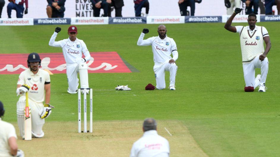 इंग्लैंड और वेस्टइंडीज के बीच पहला टेस्ट मैच शुरू होने से पहले घुटने के बल बैठे दोनों टीमों के खिलाड़ी, जाने वजह 1